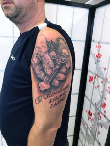 edo-tattoo-0542-kreuz-schulter